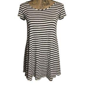 Socialite black white striped cross cross t-shirt